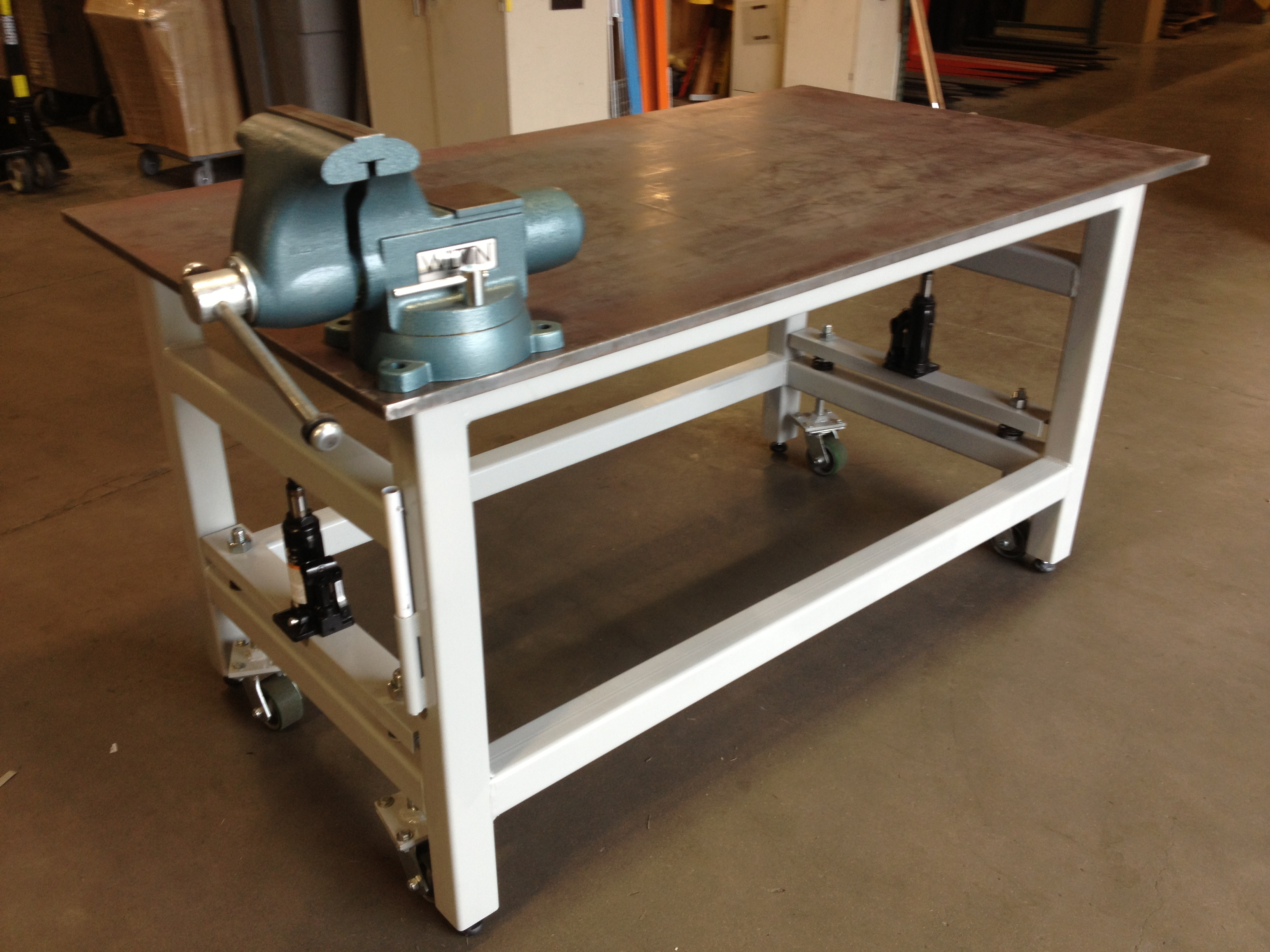 Woodwork diy workbench retractable casters pdf plans for Plan fabrication table