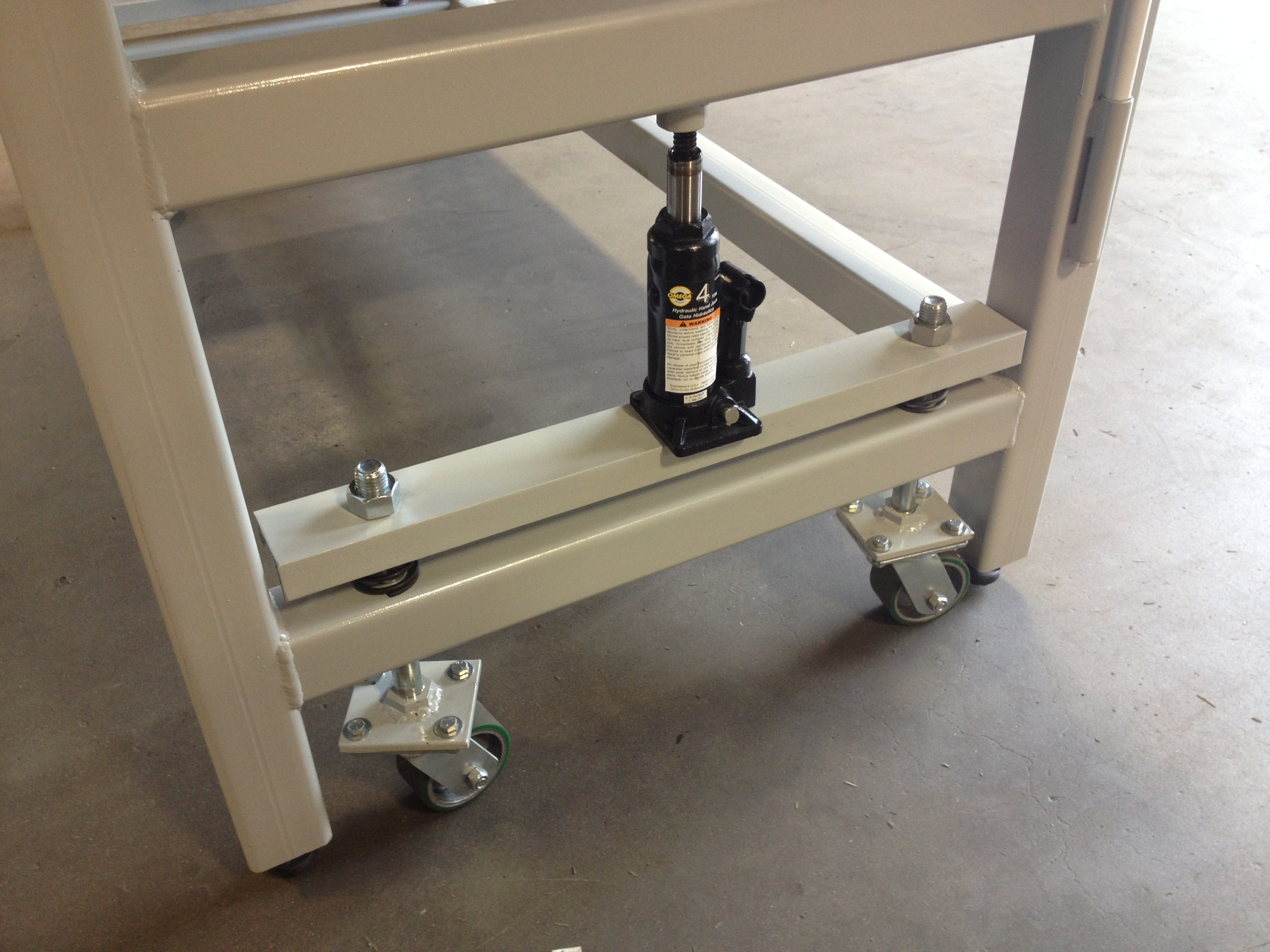 Heavy Duty Workbench On Retractable Casters Wheel And Caster
